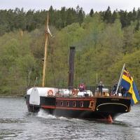 Hjulångaren Eric Nordevall II passerar Trollhättans slussar.