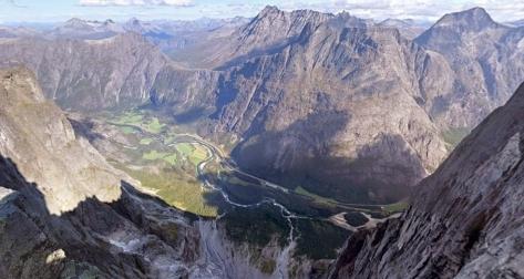 Trollväggen från ovan, av Magnus Harbak 1